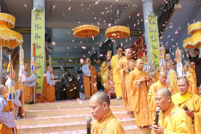 tay phuong da tiep nhan dao phat nhu the nao 609e2795ef530